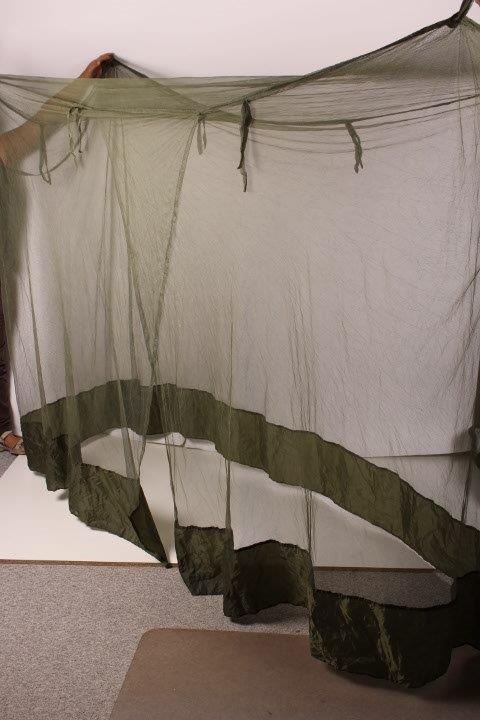 myggenet til seng Myggefinmasket til over en seng og til hovedet. myggenet til seng
