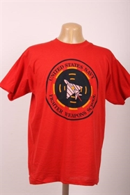 rød t-shirt med print - US Navy fighter Weapon School